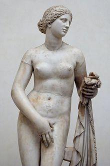 Afrodite, godin van de liefde en de schoonheid. Romeinse kopie van een Grieks origineel uit de 4e eeuw v.Chr. (© Wikipedia).