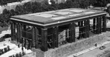 23 September 1938; de constructie van architect Morpurgo. Op de muur zijn ook de Res Gestae zichtbaar.