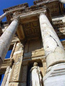 Detail van de façade van de Bibliotheek van Celsus, Ephesus