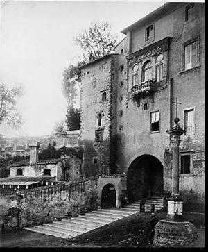 Een oude foto van de Vicus Sceleratus, vanaf Via Cavour. Foto: Equilibriarte