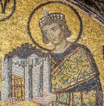 Constantijn met een stadsmodel van Constantinopel (mozaïek in de Hagia Sophia uit ca. 1000), Foto Wikimedia