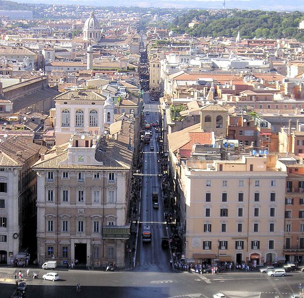 Via del Corso, gezien vanaf Piazza Venezia