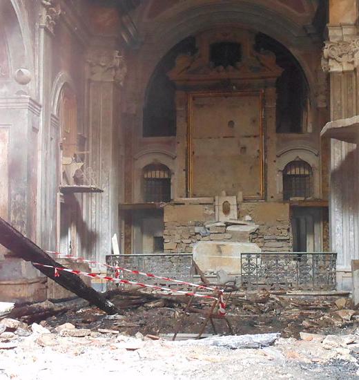 De Santa Maria Scorziata in Napels, in puin na een verwoestende brand in 2012 (Foto: Wikimedia)