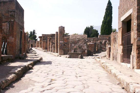 Een straat in Pompeii (Foto: Wikimedia)