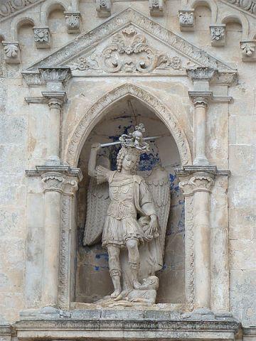 Standbeeld van Michael in Monte Sant'Angelo