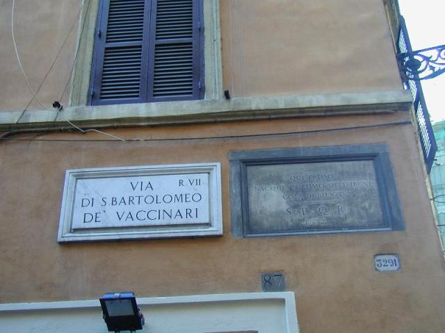 Gedenkplaat bij het geboortehuis van Cola di Rienzo in Rome