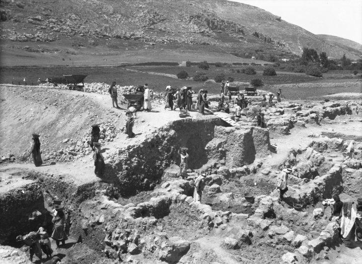 Verloren gewaande foto's van een Bijbelseopgraving
