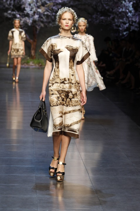 dolce-and-gabbana-ss-2014-women-fashion-show-runway-1