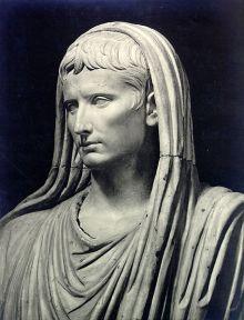 Augustus_pontifex_maximus