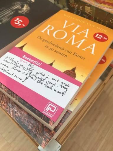 'Willemijn van Dijk gidst je met grote kennis door de rijke geschiedenis van de Eeuwige Stad. Als je dit jaar nog naar Rome gaat, moet dit boek absoluut mee!'